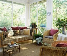 Swing in style and comfort with this twin-size porch swing./