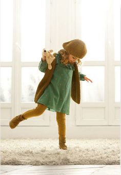 so cute. Little green dress with yellow dots and a little brown hat for girls Bre could rock this