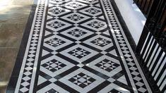 Design & Supply: London Mosaic Installation: Stephen of A New Garden Tel: 07863 108266 Web: www.anewgarden.co.uk