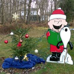 Hand Painted Charlie Brown and Snoopy Christmas Yard Art Halloween Yard Art, Christmas Yard Art, Christmas Moose, Office Christmas, A Christmas Story, Christmas Crafts, Christmas Ornaments, Christmas Carol, Christmas Ideas