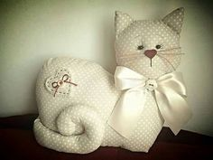 New Embroidery Clothes Cat Ideas Cat Fabric, Fabric Toys, Fabric Scraps, Cat Crafts, Sewing Crafts, Sewing Projects, Diy Pillow Covers, Diy Pillows, Fabric Animals