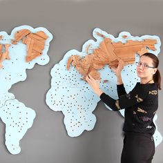 Wooden World Map Puzzles World Map Puzzle, Wood World Map, Wood Design, Diy Design, Free Printable World Map, Puzzle Crafts, Wooden Map, Map Projects, Diy Cnc