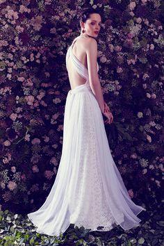 La espalda, gran protagonista entre las novias en los últimos años. En la imagen, uno de los vestidos de la nueva colección de Ailanto. © Ailanto