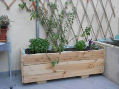 Wooden Pallet Planter Box Ideas | Pallets Furniture Designs