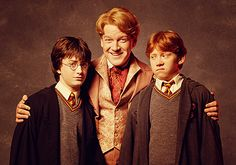 Gilderoy Lockhart with Harry and Ron <3 the looks on Ron and Harry's faces :-)