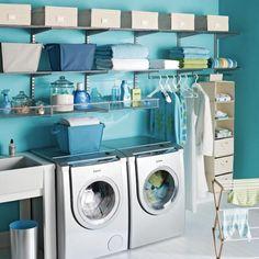 Muitos recém casados tem dúvidas na hora de decorar a lavanderia, que na grande maioria são minúsculas e a impressão que passam é de que não cabem nada.  como decorar e organizar este espaço.