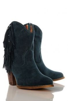 Women's boots for 5 pounds