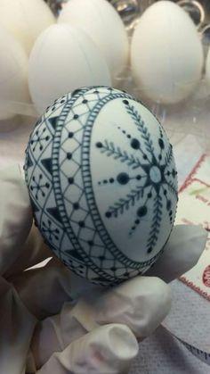 Egg Crafts, Arts And Crafts, Egg Shell Art, Carved Eggs, Easter Egg Designs, Ukrainian Easter Eggs, Egg Art, Egg Decorating, Egg Shells