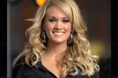 Carrie Marie Underwood was born on March 1983 in Muskogee, Oklahoma. She and her family lived in Checotah, Oklahoma when she appeared on American Idol. Carrie Underwood Vegan, Carrie Underwood News, Country Music Singers, Country Artists, American Idol, Desi, Average Girl, Celebrity Wallpapers, Role Models