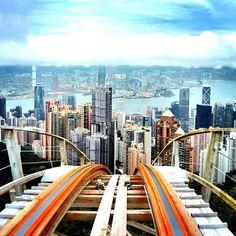 Victoria Peak, Hong Kong - À visiter au coucher du soleil, vue magnifique de la ville illuminée. Décembre 2011.