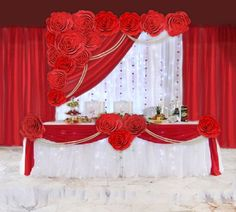 Trendy Wedding Table Decorations Red And White Simple Decoration Evenementielle, Backdrop Decorations, Wedding Table Decorations, Backdrops, Wedding Stage, Red Wedding, Wedding Flowers, Red And White Weddings, Head Tables