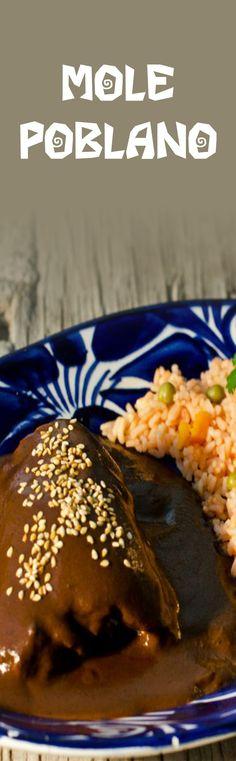 Esta receta típica de Puebla se dice que fue creada en el siglo XVII y constaba de mas de 100 ingredientes. Hoy en día, existen versiones más simplificadas pero igual de deliciosas. Real Mexican Food, Mexican Cooking, Best Mexican Recipes, Mexican Food Recipes, Mole Recipe, Mexican Dishes, Other Recipes, I Love Food, Baking Recipes