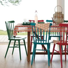 Mismatched chairs that brighten the mood of the modern dining room - Haus Dekorationen Kitchen Table Chairs, Dining Room Table, Painted Chairs, Painted Furniture, Mismatched Chairs, Colorful Chairs, Outdoor Furniture Sets, Sweet Home, House Design