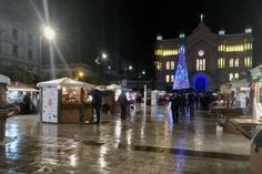 Acceso l'albero di Natale in piazza Duomo