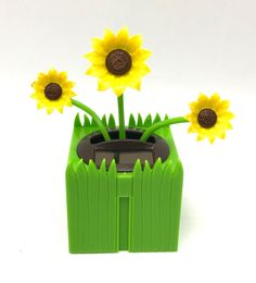 Solar Powered Dancing Together Sun Flowers Animated Bobble Swing Green Pot New