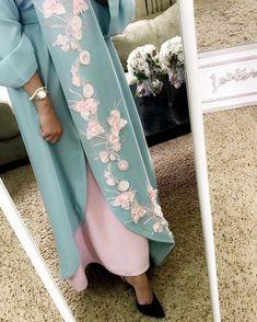 Luxury caftan available whatsaap order Price. Islamic Fashion, Muslim Fashion, Modest Fashion, Abaya Designs, Kurti Designs Party Wear, Mode Abaya, Mode Hijab, Hijab Evening Dress, Niqab Fashion