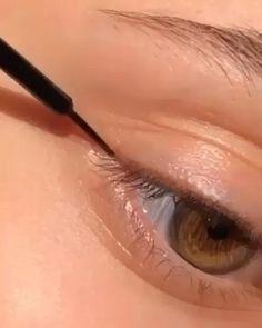 Aprenda se Maquiar - Curso de Maquiagem Online --Uma maquiagem simples é aquela que realça os pontos principais do rosto de maneira leve, bonita e prática em pouco tempo! Ela inclui uma boa preparação de pele com base, corretivo e pó, além de produtos que realcem os olhos, um blush para corar o rosto, #maquiagem simples #maquiagem para iniciantes #maquiagem simples leve passo a passo #maquiagem dos olhos #maquiagem dos olhos passo a passo #maquiagem antes e depois #cursode maquiagemonline Makeup Art, Makeup Tips, Makeup Ideas, Blush, Makeup For Teens, Beauty Make Up, Liquid Lipstick, Insta Makeup, Diy Fashion
