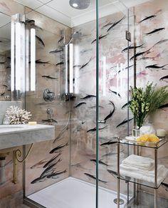 Металлизированные обои де Гурне в ванной