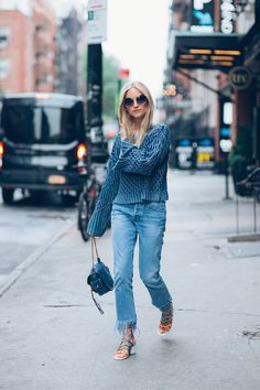 Le-Fashion-Blog-Billowing-Sleeves-Frayed-Denim-Strappy-Sandals-Summer-Style-Via-The-Fashion-Guitar.jpg 518×777픽셀