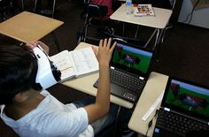 """The alleged """"Year of Virtual Reality"""" is drawing to a close. Did it already bring VR to the classrooms? In late learning in virtual reality has become reality: Teachers take their classes on … Interactive Learning, Interactive Notebooks, Fun Learning, Instructional Technology, Educational Technology, 21st Century Classroom, Virtual Reality Glasses, Spanish Vocabulary, Learning Styles"""