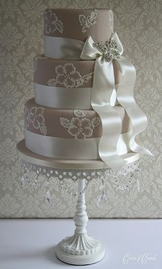 Luxury wedding cakes by cake designer Tracy James. Delivering wedding cakes accross the West Midlands. Cotton and Crumbs Cakes that taste as beautiful as they look. Elegant Wedding Cakes, Elegant Cakes, Beautiful Wedding Cakes, Gorgeous Cakes, Pretty Cakes, Amazing Cakes, Wedding Cakes With Cupcakes, Cupcake Cakes, Cake Pops