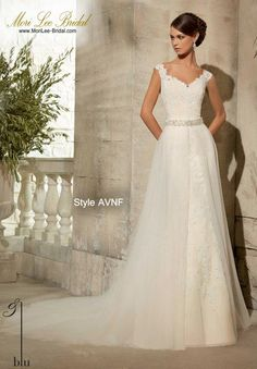Style AVNA  VENICE LACE APPLIQUES ON SOFT, TULLE BALL GOWN- REMOVABLE BEADED SATIN BELT #11075 (INCLUDED, BUT ALSO SOLD SEPARATELY AS STYLE #11075) Available in White, Ivory   Precio: $2.709.850 Pesos Colombianos Precio: $ 1.231.00 Dólares Americanos