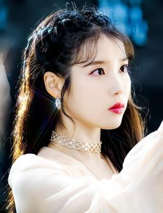 IU (아이유) / Lee Ji Eun (이지은) Korean Actresses, Korean Actors, Bridal Makeup, Bridal Hair, Korean Girl, Asian Girl, Bts Aesthetic Pictures, Iu Fashion, Celebs