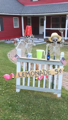 63 Creative DIY Halloween Outdoor Decorations Ideas for 2019 - Real Time - Diet, Exercise, Fitness, Finance You for Healthy articles ideas Halloween Prop, Halloween Outside, Modern Halloween, Halloween Party Supplies, Outdoor Halloween, Diy Halloween Decorations, Holidays Halloween, Halloween Crafts, Outdoor Decorations