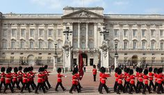 Buckingham Palace ... Prince William and Kate will emerge on to the balcony as Charles and Diana once did