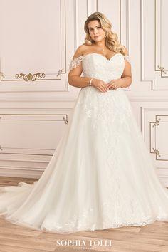 Plus Size Bridal Dresses, Plus Size Wedding Gowns, Long Wedding Dresses, Designer Wedding Dresses, Lace Wedding Gowns, Plus Size Brides, Mode Top, Curvy Bride, Curvy Dress