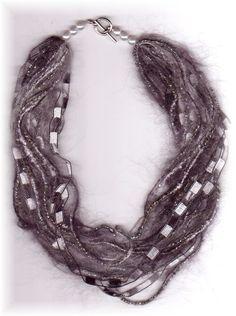 Collane in filo di lana: un caldo bijoux