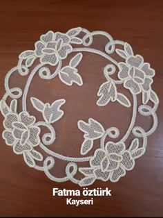 This Pin was discovered by Nef Irish Crochet Patterns, Crochet Borders, Crochet Motif, Crochet Designs, Crochet Flowers, Flower Embroidery Designs, Flower Applique, Hand Embroidery, Romanian Lace
