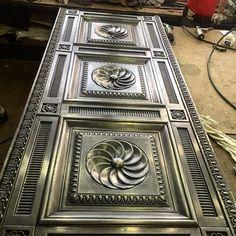 Изделие запатинировано, собрано и готово финишной отделке... #artmetallab #metalart #metaldesign #exclusive #door #brass #luxury #эксклюзив #роскошь #парадныедвери #невероятно #моипроекты #работаназаказ #moscow