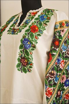 Women's beaded sorochka, Bukovyna style. Polish Embroidery, Folk Embroidery, Learn Embroidery, Embroidery Fashion, Embroidery Patterns, Cross Stitch Patterns, Palestinian Embroidery, Folk Costume, Felt Ornaments