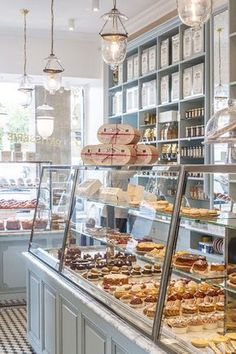 Bakery display cases design cake shop patisserie coffee countertop ideas for sale used refrigerated cas . Bakery Cafe, Bakery Store, Coffee Shop Design, Cafe Design, Bakery Shop Design, Bakery Interior Design, Boutique Patisserie, Patisserie Paris, Paris Bakery