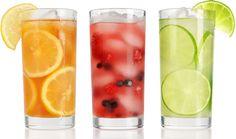 Combinaţia fructelor cu diverse băuturi va fura ochii oricărui invitat, iar gustul va fi unul rafinat şi de neuitat. Ce credeţi, care va arăta mai bine, un pahar simplu cu băutură, sau unul precum cele de mai jos? Dar gustul, oare cum va fi? Testaţi pe viu acasă, inspirându-vă de aici ...
