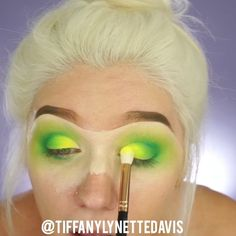 """10.4 mil Me gusta, 323 comentarios - Tiffany Lynette Davis (@tiffanylynettedavis) en Instagram: """"Neon Green!  Inspired by the packaging on the @physiciansformula butter bronzer • • • Products…"""""""