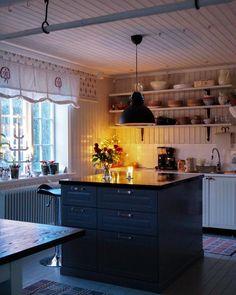 Kolla in köket som mina föräldrar har renoverat och gjort så fint  by sullkullan