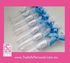 Burbujas para baby shower en forma de tubos de 10 cms, con etiqueta personalizadas y moño azul  ($9.00 c/u) compra mínima 12 piezas
