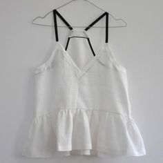 sleeveless-pleated-blouse-white-linen