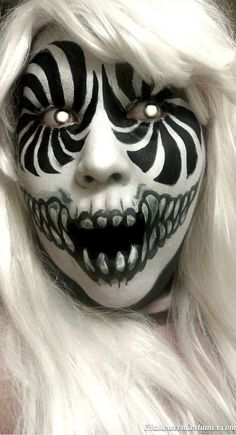 Scary halloween make up. I like this make up because it's so scary and effective using only black and white, and coloured contact lenses. Scary Clown Makeup, Scary Clowns, Halloween Face Makeup, Facepaint Halloween, Scary Circus, Zombie Makeup, Halloween Face Paint Scary, Scary Face Paint, Circus Makeup
