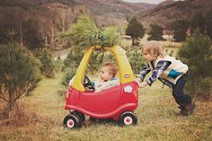 Christmas Tree Farm photo, baby photography, www.thewhimsywillow.com
