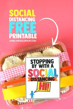 Social Distancing Gift Idea with free printable - A girl and a glue gun gift sewing Social Distancing Gift Idea with free printable - A girl and a glue gun Teacher Appreciation Gifts, Teacher Gifts, Homemade Gifts, Diy Gifts, Glue Gun Crafts, Relief Society Activities, Distance Gifts, Neighbor Gifts, Business For Kids