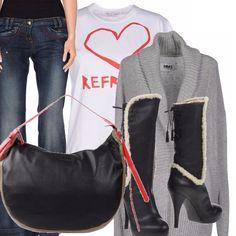 Pantalone a zampa, maglietta bianca d'ordinanza con cuore rosso, super maglia grigia extralunga, stivaletto con plateau, tacco alto ed inserti i pelliccia, borsa con finiture rosse. Tutto splendidamente armonioso