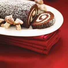 Chocolate and Mascarpone Yule Log Xmas Food, Christmas Cooking, Christmas Desserts, Chocolate Log, Yule Log Cake, Christmas Log, Cake Roll Recipes, Ricardo Recipe, Desert Recipes