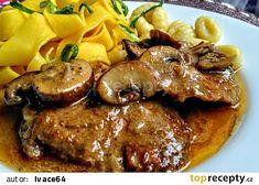 Vepřová pečeně se směsí hub a majoránkou recept - TopRecepty.cz Slovak Recipes, Czech Recipes, Meat Recipes, Cooking Recipes, Comfort Food, Food 52, Stew, Good Food, Pork
