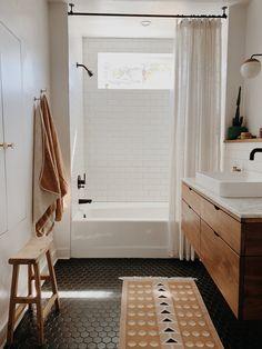 kinderbadkamer Bathroom Decorating Bohemian Style Home Decor Ideas Outdoor Weather Resistant Wicker Bathroom Renos, White Bathroom, Master Bathrooms, Bathroom Renovations, Small Bathrooms, Dark Floor Bathroom, Master Baths, Bathroom Mirrors, Modern Boho Bathroom