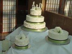 Green & ivory wedding cake