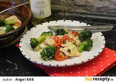 Krůtí plátky s brokolicí, rajčaty a mozzarellou recept - TopRecepty.cz Mozzarella, Cauliflower, Meat, Chicken, Vegetables, Beef, Cauliflowers, Head Of Cauliflower, Vegetable Recipes
