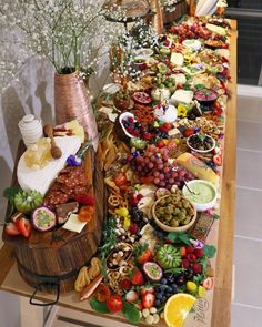 """If this doesnt make you drool Can you really call yourself a foodie? ""If this doesnt make you drool Can you really call yourself a foodie? I like the variety of bowls etc used and the upside down barrels for height. Will work well with the look. Party Trays, Snacks Für Party, Party Buffet, Food Platters, Cheese Platters, Antipasto Platter, Grazing Tables, Buffets, Food Displays"